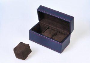 素材:合皮 収納本数:3本 金額:8,000円(税抜)