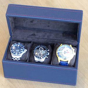 右側にあるケース径が45mmある大きめな腕時計でも簡単に収納可能です。